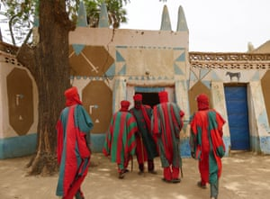 The guards of Droum gather outside the district chief's palace.