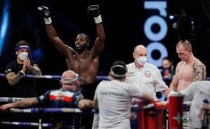 Lawrence Okolie celebrates his win against Nikodem Jezewski.