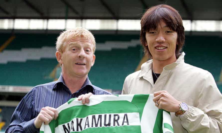 Shunsuke Nakamura poses with Gordon Strachan after his move to Celtic.
