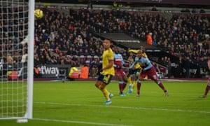 Nicolas Pépé puts Arsenal in the lead.