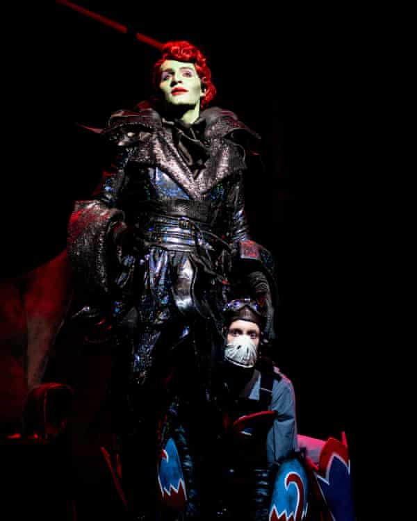 Jos Vantyler as the Wicked Witch.