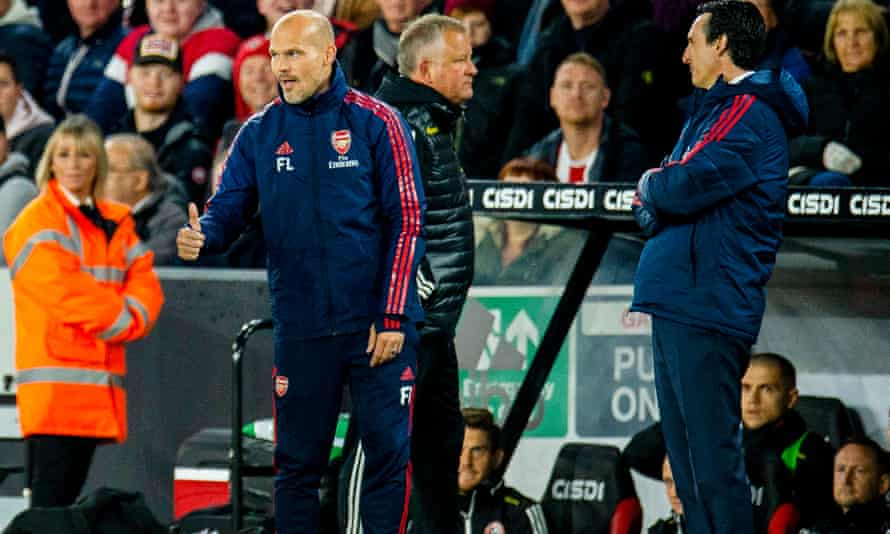 Freddie Ljungberg and Unai Emery on the touchline during Arsenal's defeat at Sheffield United in October