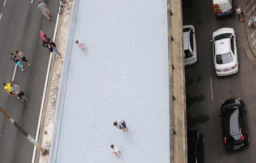 The pool was installed by Luana Geiger as part of the 10th Architecture Biennale in São Paulo