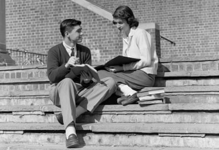1950s TEENAGE MAN WOMAN SITTING ON STEPS OUTSIDE OF SCHOOL COLLEGE BOOKS NOTES ON LAP STUDYING TALKING (Photo by H. Armstrong Roberts/ClassicStock/Getty Images)