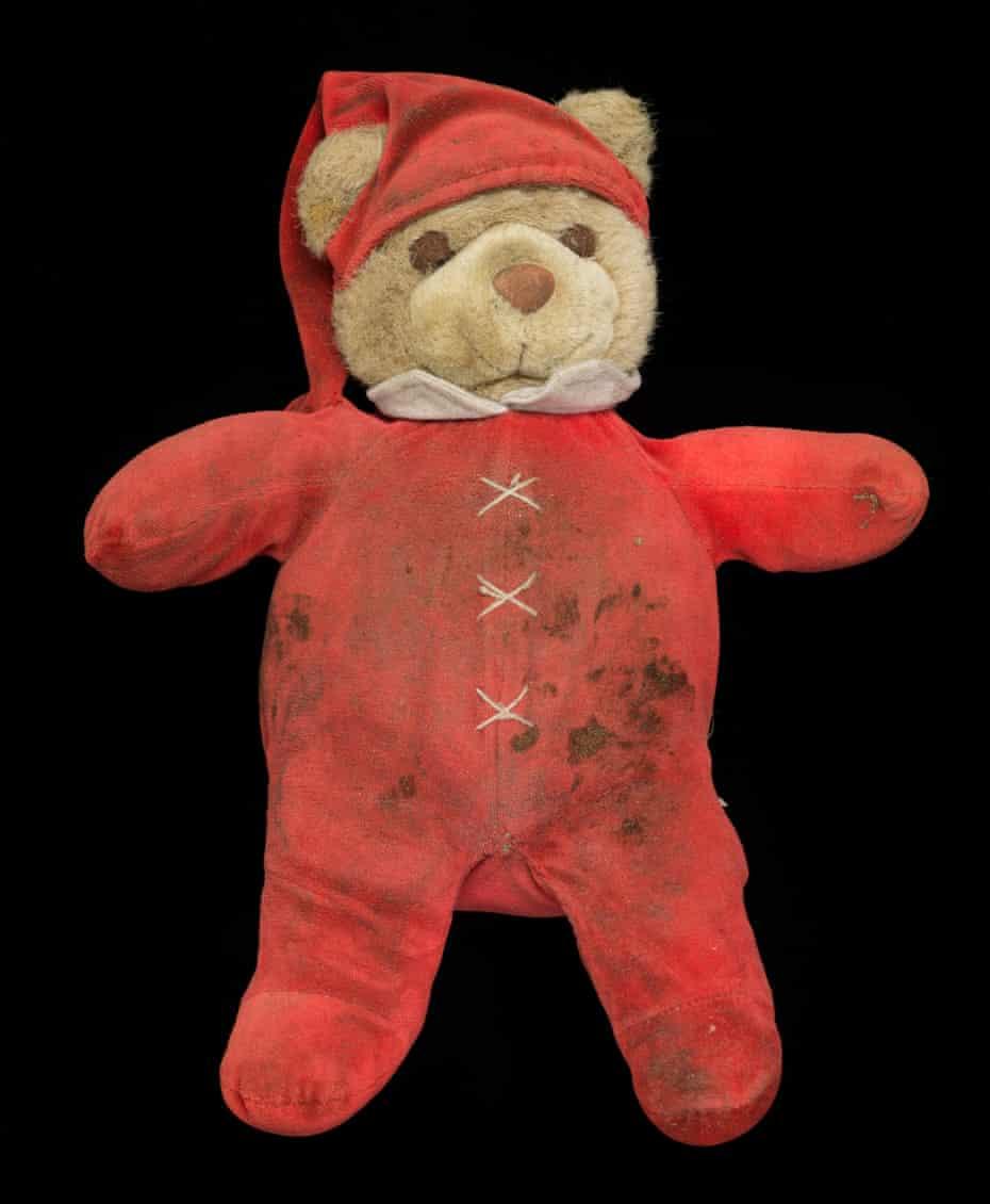 Gideon Mendel found the teddy bear on 27 October.