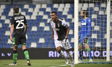 Alex Sandro celebrates his equaliser for Juventus at Sassuolo.