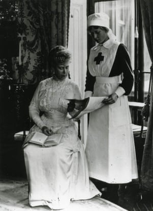 Queen Mary with her daughter Princess Mary during the First World War.