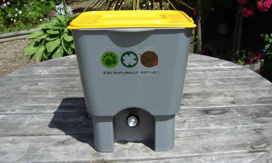 A bokashi compost maker