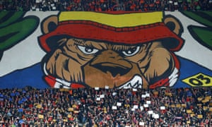 Atlético fans build up their hostile atmosphere with … a Paddington tifo?