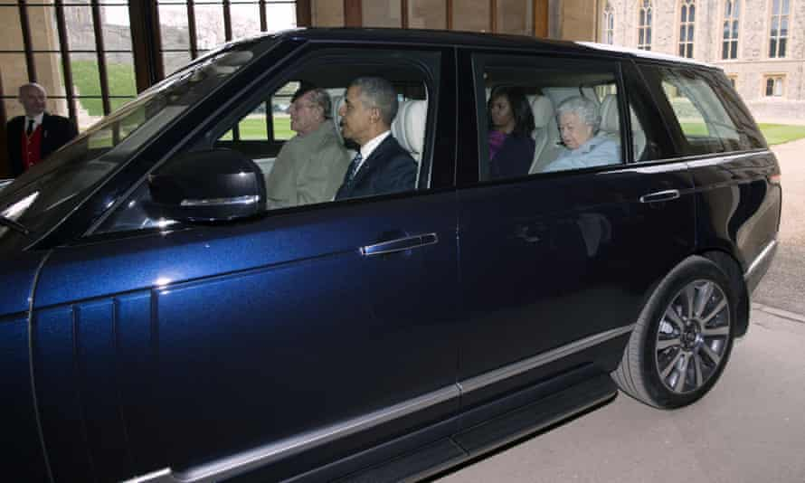 Prince Philip, Barack Obama, Michelle Obama and the Queen in a Range Rover