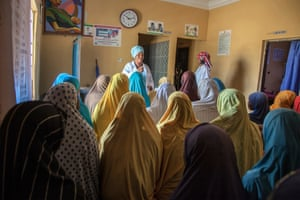 Amina Shallangwa, a Unicef-supported midwife, talks to a group of pregnant women at the Auno health clinic. Unicef and partners have reached 24,610 pregnant women with antenatal care in Nigeria