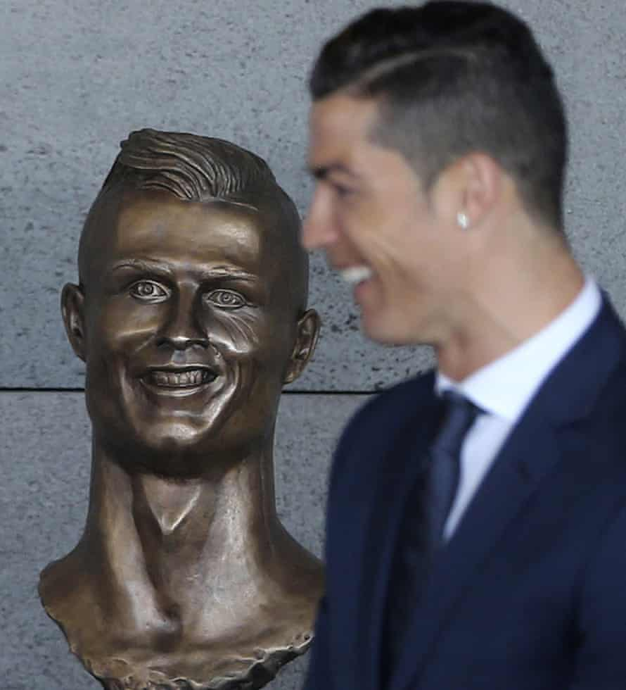 Cristiano Ronaldo and the sculpture