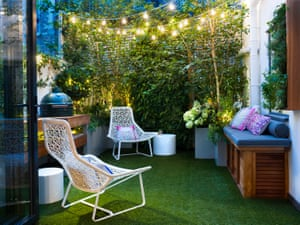 A small urban garden with artificial grass designed by Kate Gould.