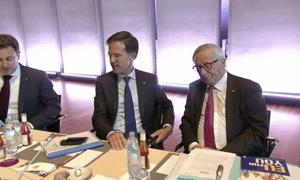 Jean-Claude Juncker (right) and Mark Rutte (centre)