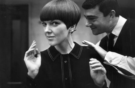 Mary Quant having her hair cut by Vidal Sassoon, 1964