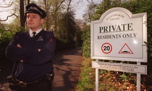 A policeman guarding the entrance to the Wentworth Estate, where Augusto Pinochet was staying, 1999