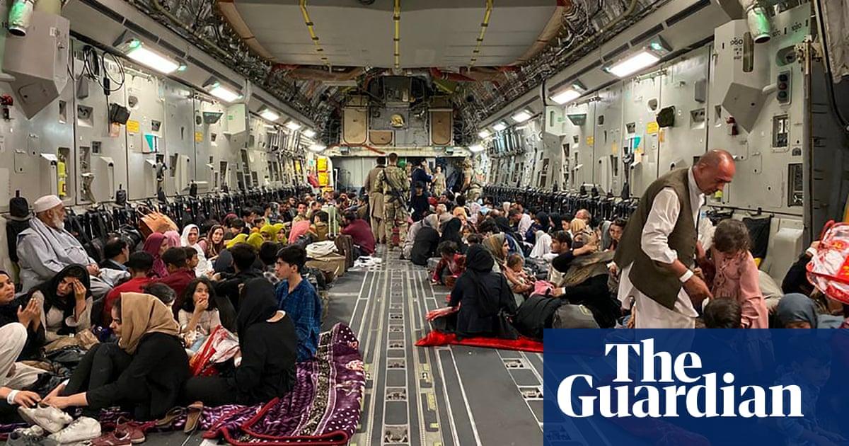 Afghanistan: thousands stranded in Kabul as Taliban go door-to-door