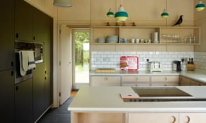 Clean lines: tiles and wood surfaces in the kitchen.
