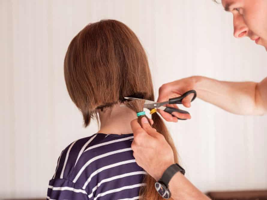 Alina 22, having her hair cut