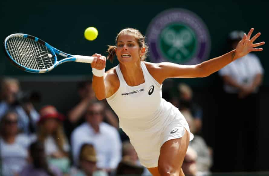 Julia Görges stretches for a forehand during her 2018 Wimbledon semi-final against Serena Williams