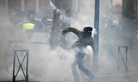 Violence at a gilets jaunes rally in Toulouse