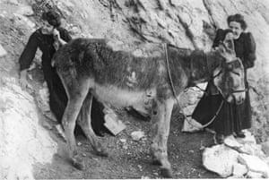 Two women using a 'donkey telephone', circa 1906.