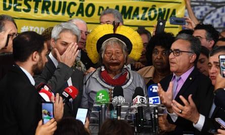 Brazilian indigenous leader Raoni Metuktire delivers a press conference in Brasília, on 25 September.