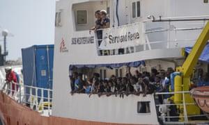 Aquarius arriving in Malta with rescued migrants