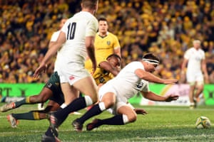 Jamie George dives on the ball to score.