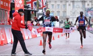 Ethiopia's Shura Kitata wins the elite men's race Pool.