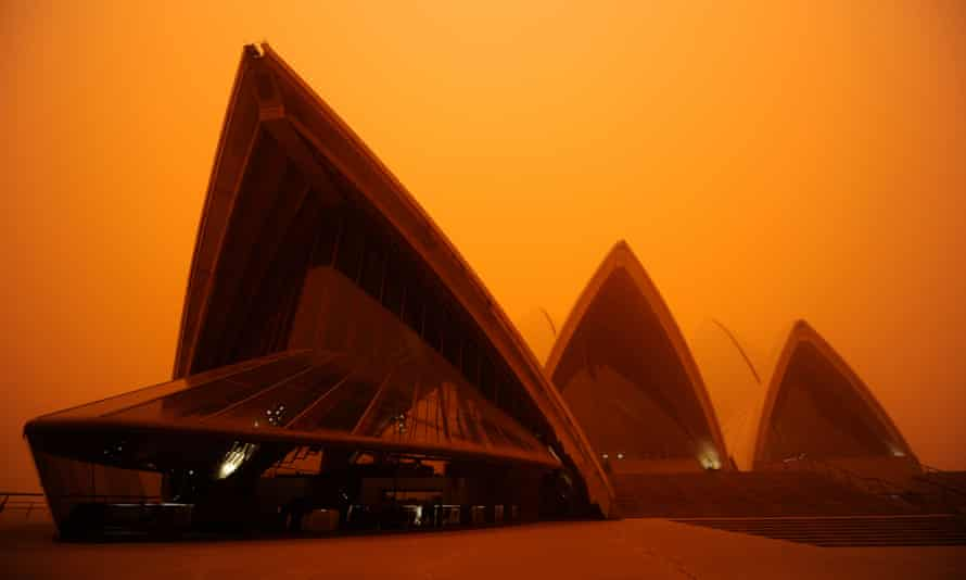 The 2009 dust storm