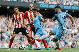 Sergio Aguero misses an opportunity.