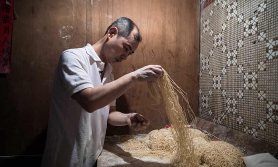 Lau Fat-cheong makes noodles in the old-fashioned way.