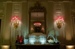 A gingerbread version of the White House.
