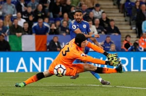 Mahrez scores Leicester's third.