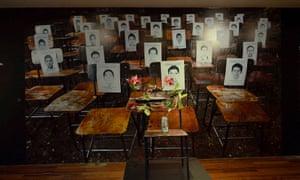 La Raíz: un homenaje a los 43 estudiantes desparecidos el 26 de septiembre en el estado de Guerrero, al sur.