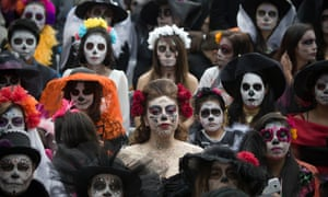 Mexico City residents await the arrival of the Guardian.