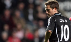 Michael Owen appearing for Newcastle against Arsenal in 2009.