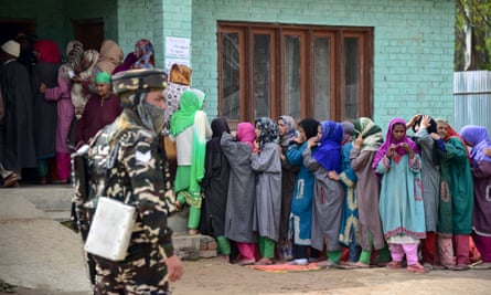 People line up to vote in Kashmir, India