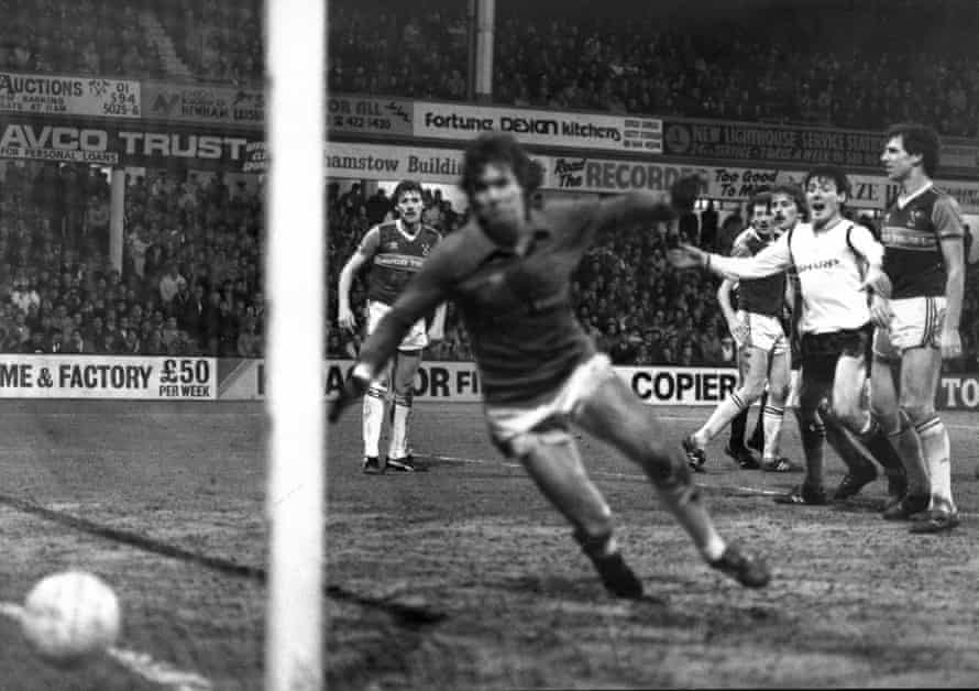 West Ham United goalkeeper Tom McAllister is beaten by a header from Bryan Robson as Manchester United come back and draw 2-2 at Upton Park.