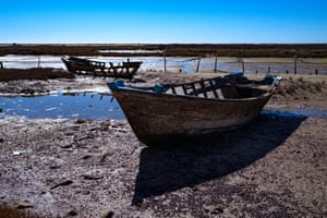 Old boats are common inside the natural park – there is criticism that Ria Formosa is not kept pristine by the Portuguese authorities