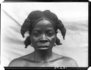 'Yainkain, Head wife of Chief Sehi Bureh of Tormah', photographed by N. W. Thomas in Tormabum, Southern Province, Sierra Leone, 1915