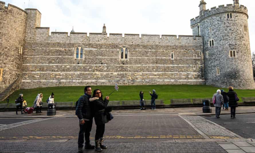 Tourists outside Windsor castle.