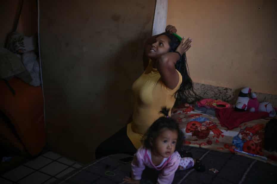 Leonela Cabrera Martínez brushes her hair inside a shelter for immigrants in Mexicali.
