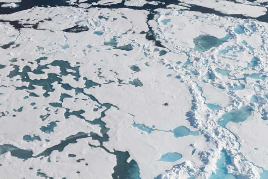 Samples were also taken from ice floes in the ocean between Greenland and Svalbard