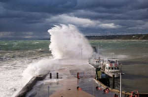 A cold front brings powerful waves to Mornington Pier, Victoria