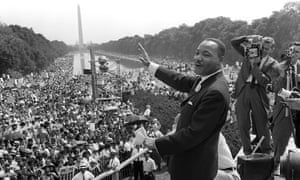"""US civil rights leader Martin Luther King,Jr. (C) waves to supporters from the steps of the Lincoln Memorial 28 August 1963 on the Mall in Washington DC during the """"March on Washington""""."""