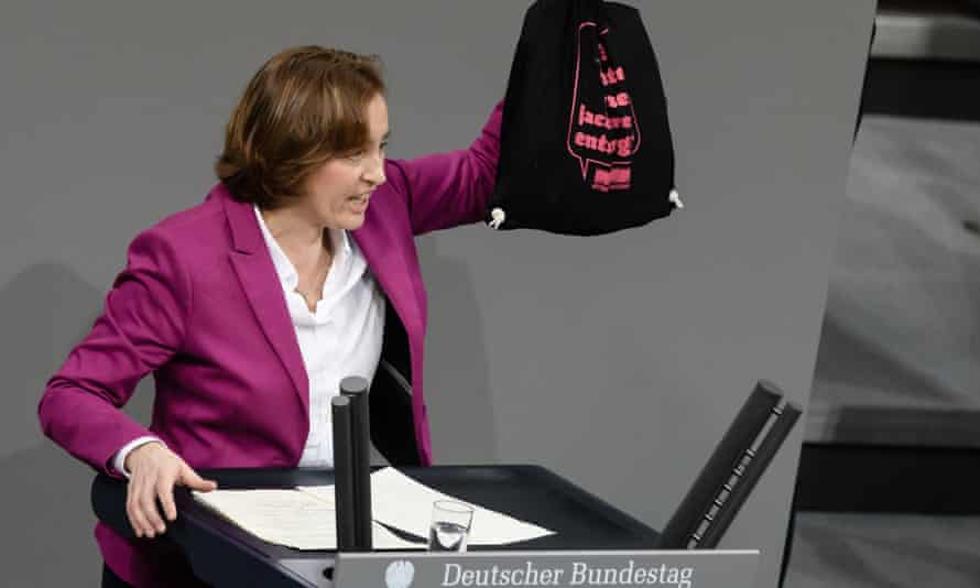 Beatrix von Storch holds a bag reading 'AfD? Appropriate disposal of right-wing agitation!' in the German Bundestag.