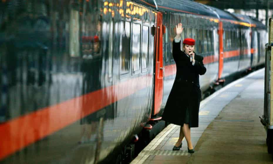 A GNER train at Edinburgh Waverly.