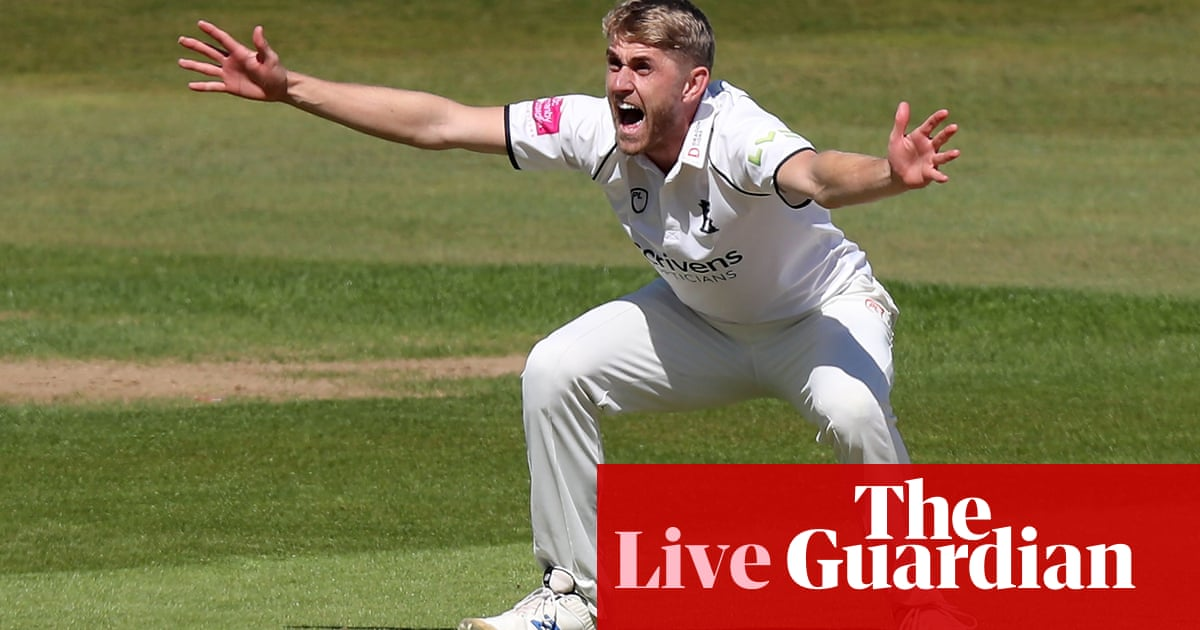 Warwickshire v Essex, Hampshire v Gloucestershire: county cricket – live!